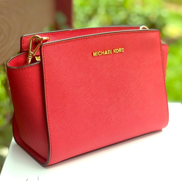 RED LEATHER MICHAEL KORS CROSSBODY BAG